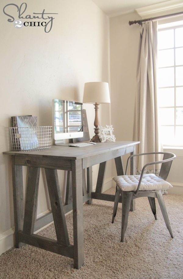 Free-Woodworking-Plans-Desk-DIY.jpg